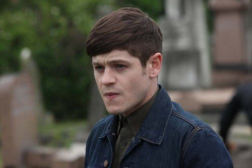 If you ever watched #misfits you would know Iwan Rheon is one hell of an actor. 2 great and totally opposite roles. https://t.co/FOPMOTYxxX