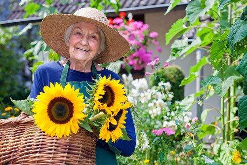 "#WednesdayWisdom: ""My garden is my favorite teacher."" ~Betsy Cañas Garmon RT & share if you love gardening! https://t.co/ZNl4tAdj7y"