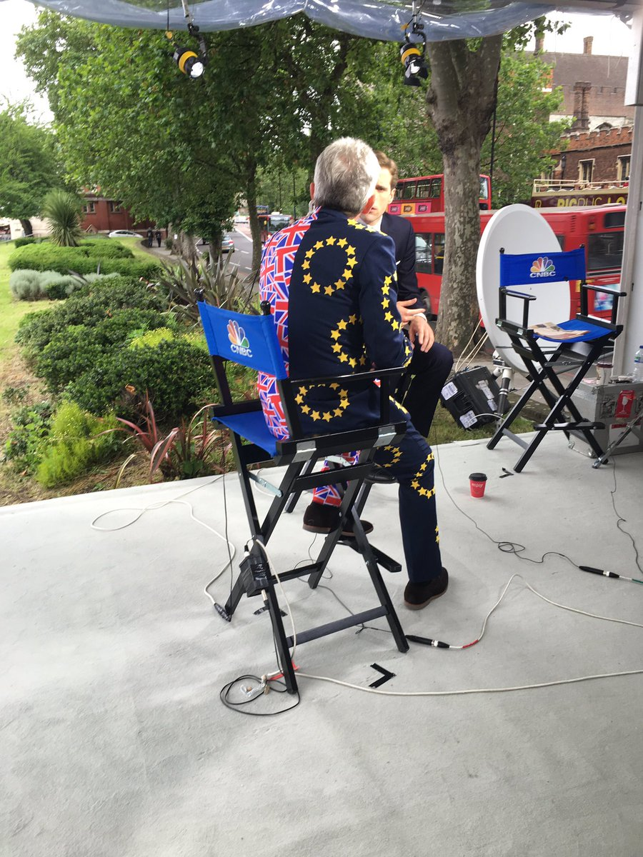 Best-dressed CEO Michael O'Leary of Ryanair is expressing his support for #bremain on @CNBC momentarily. https://t.co/ZCzkOq9L4Z