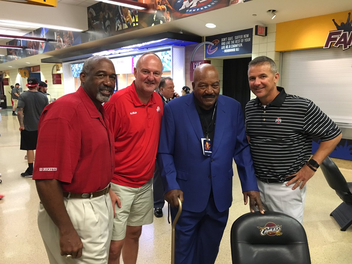 In The Q with THE LEGENDARY JIM BROWN! Led 1964 @Browns to the @NFL Championship. 52 years! #ALLin216 https://t.co/Q5awcisrBu