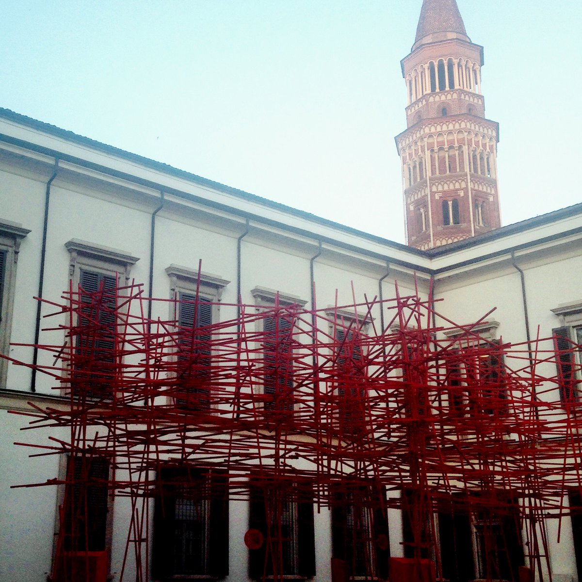 Waiting...#milano #palazzoreale #Vincent #Cassel #MonRoi #amiche #cosafalostudio #malemale #arianteo<br>http://pic.twitter.com/ejs5ncNPGY