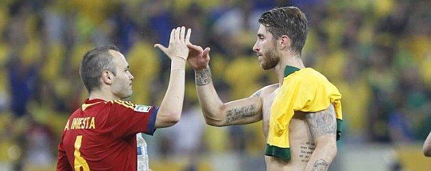 """Iniesta: """"Yo iba a tirar el penalti pero Sergio Ramos estaba con confianza"""" https://t.co/K5SuPRFJ8j"""