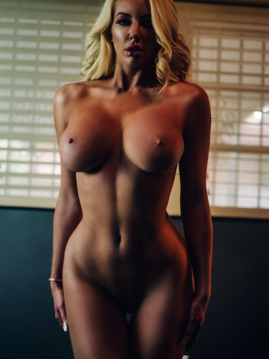 nude jennifer aniston moaning