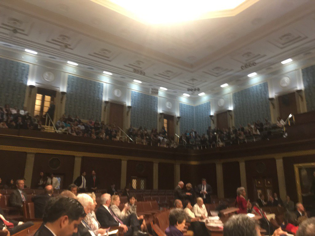 House Gallery packed with spectators, like the state of the union. And over 2 dozen members of the press. https://t.co/kyien9TEIy