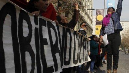 Movimiento Ukamau llegó hasta La Moneda para entregar carta a Bachelet https://t.co/gM1KwAWKCz https://t.co/SKazKVhR2s