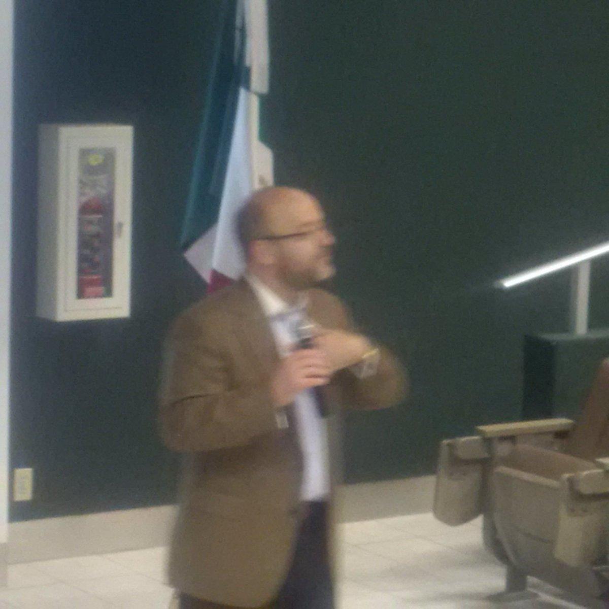 Arturo Carvajal platicando en @IMEFOficial La Laguna, sobre aspectos fiscales. https://t.co/foS3VLim8P
