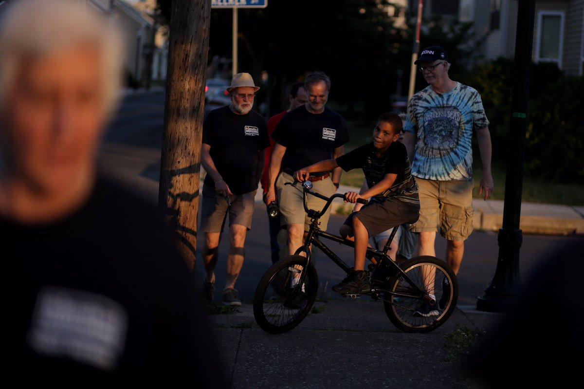 .@FOMHbg cross Kelker talking to a boy on a bike along the way. @PennLive https://t.co/08vtuHgA6v