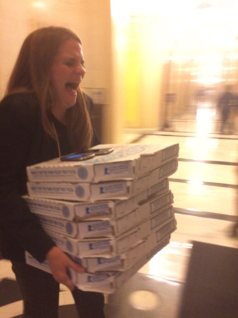 Someone in California paid $344 to deliver 10-12 Domino's pizzas to John Lewis. This woman is excited to deliver em. https://t.co/sIaAP0Rwg5