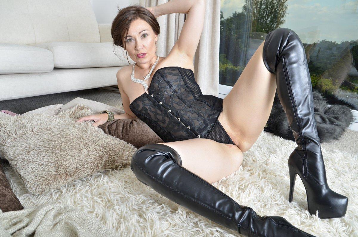 """kittycream on twitter: """"#kinkyboots and #corset on your sexy kitty"""