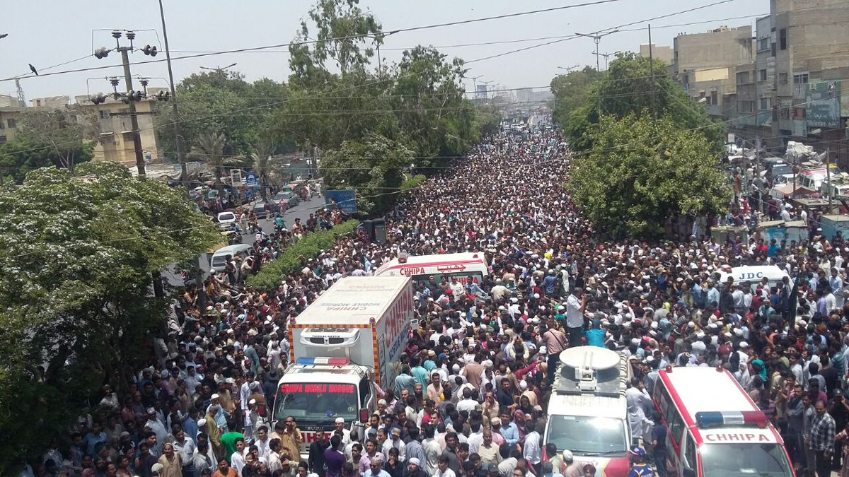 Tens of thousands attended Namaz e Janaza of #AmjadSabri. This shows how much he's loved & respected by the people. https://t.co/Hk8r1KzMNh
