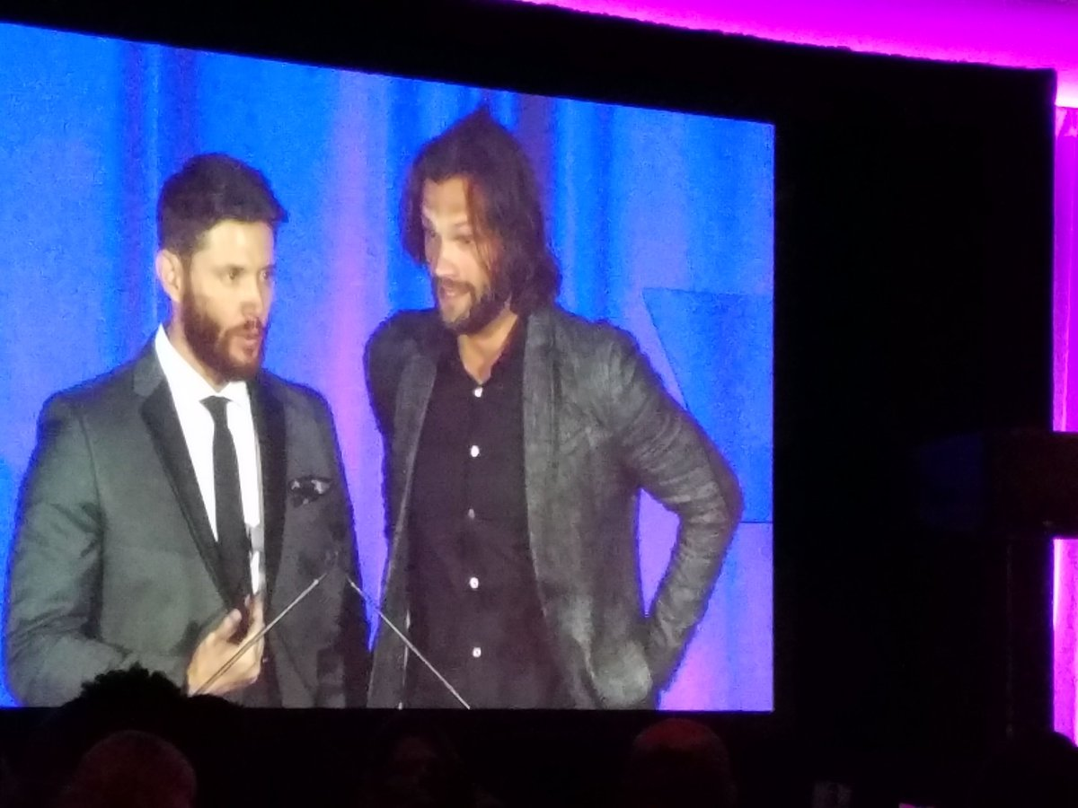 """""""God dammit look at their fucking faces"""" - @eruditechick #SaturnAwards https://t.co/zBS8PP6Q95"""