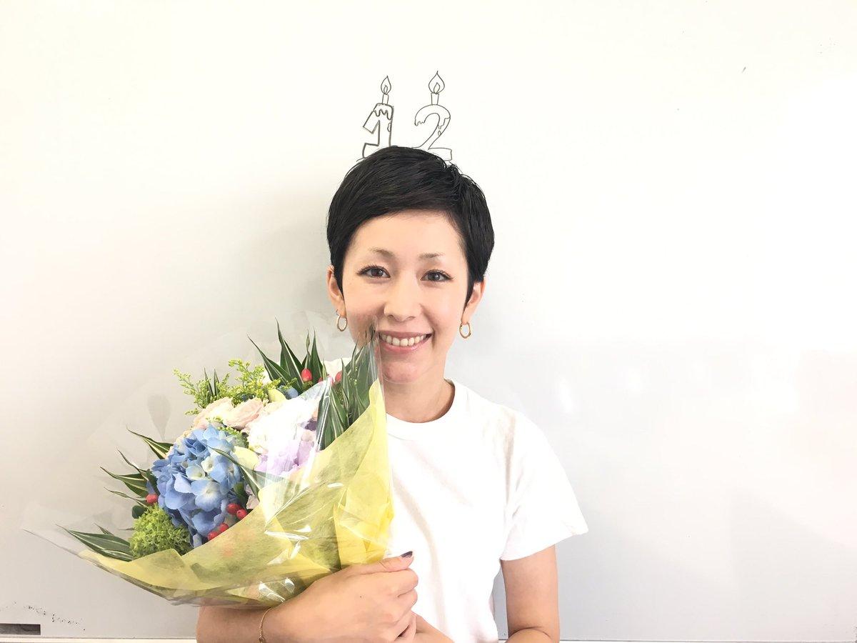 本日、木村カエラはデビュー12周年をむかえました! いつも応援してくださるみなさま、ありがとうございますm(_ _)m カエラスタッフはささやかな花束でお祝いです