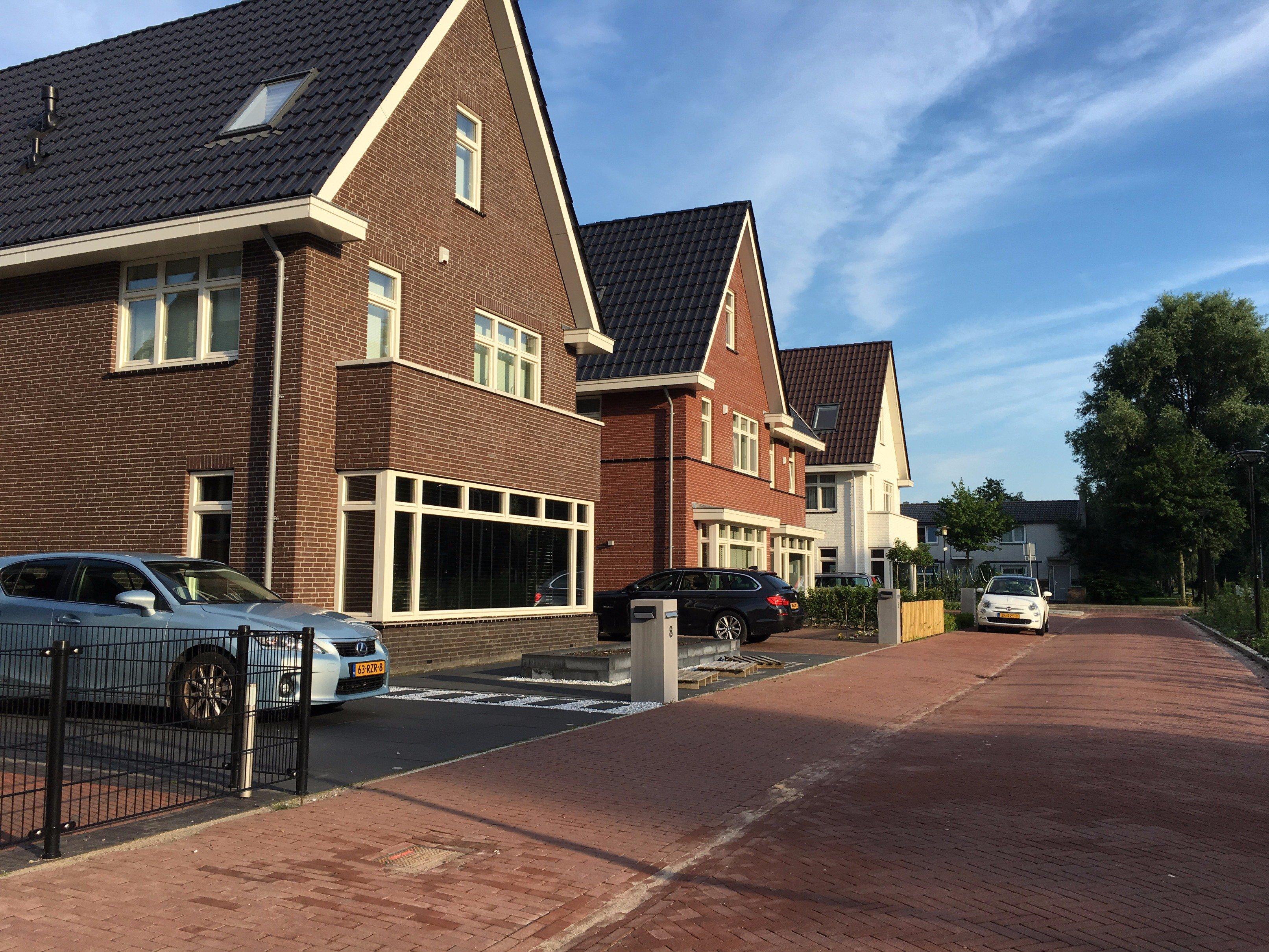 Vier huizen op rij met een Jablotron 100