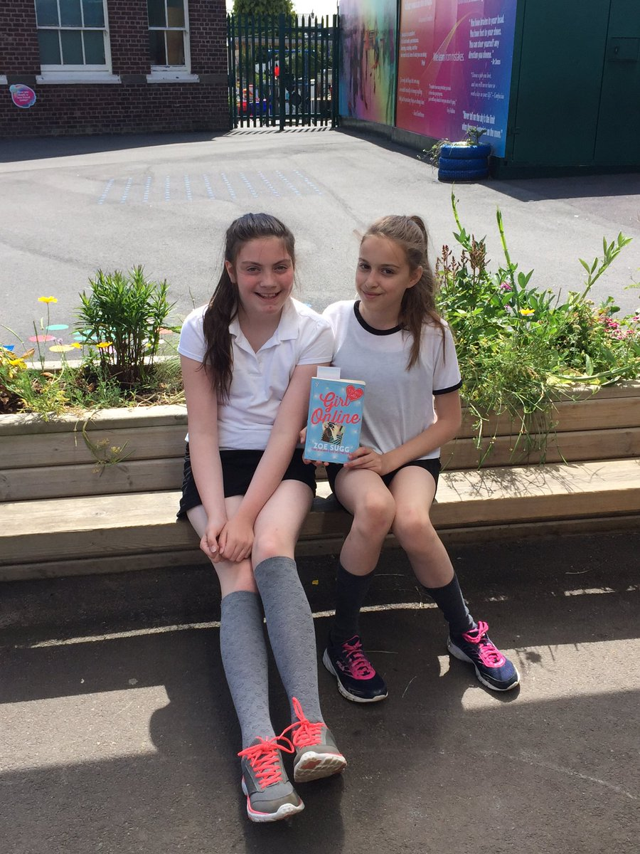 Zoella roller skates -  Thedistrictce Book Blogging With Y6 Girls Zoella Vloggersunite Pic Twitter Com Xpmmpm0kek