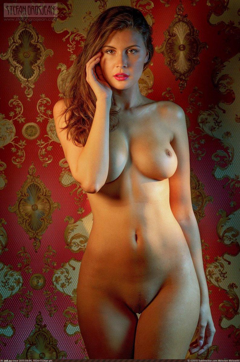 Тот очень красивая фигура голая