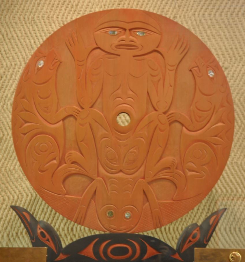 Have u seen this piece of 1st nations art stolen from UVIC #Saanich #yyj Valued at $10K https://t.co/Bem0eeUEh3 https://t.co/zv94mNJaFb