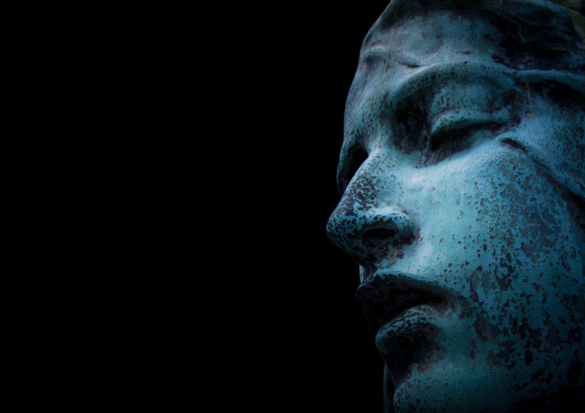 "RT @EleniFineArtPho: ""Douleur"" #photography #art #Paris #France https://t.co/9dzSmhL33V"