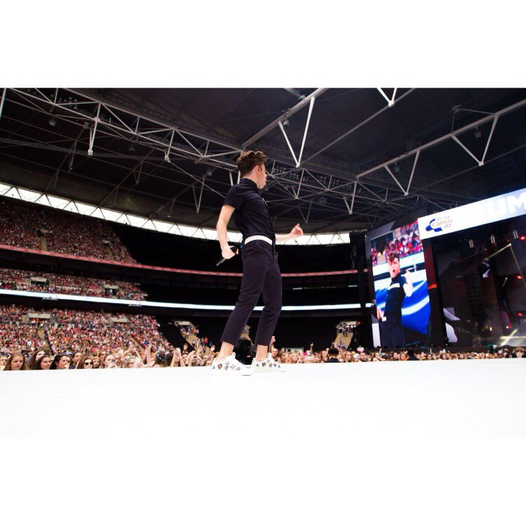 Love this shot #capitalstb! Thanks @LouisLeeman & Andrea Pompillo for sorting out the look! https://t.co/kb9Y9qE3ZZ https://t.co/16CjK2knC2