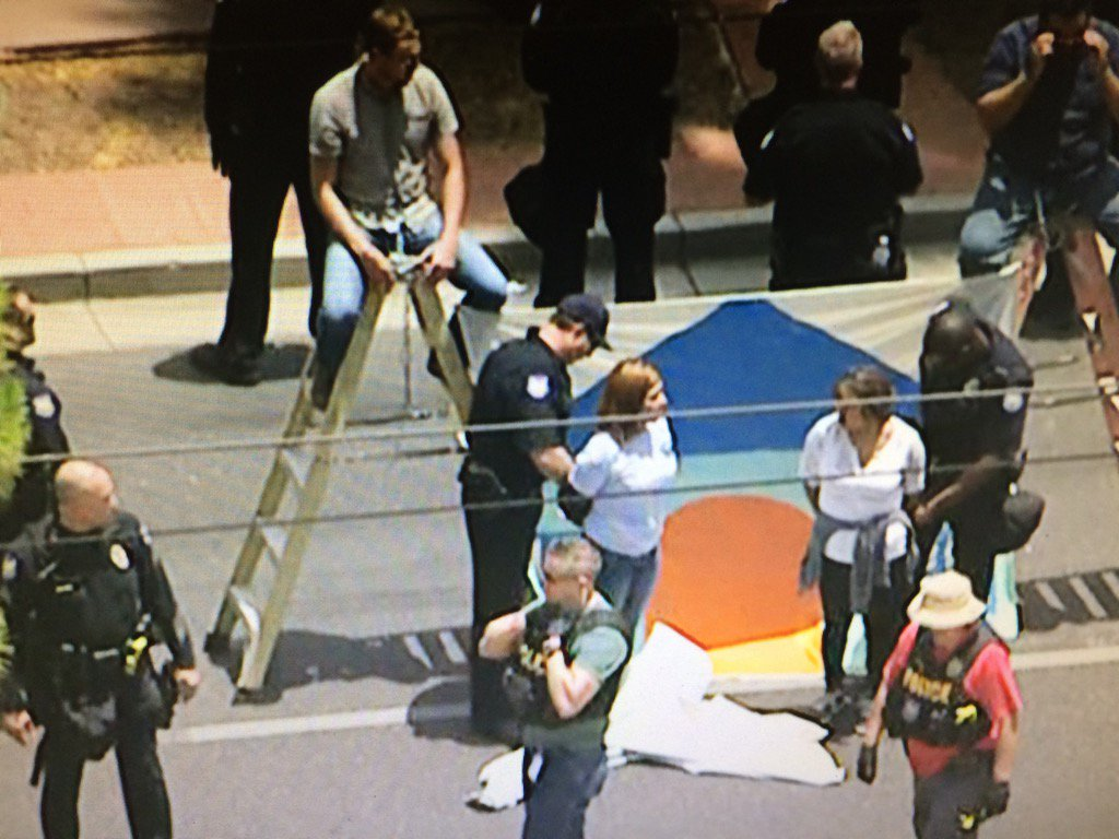 Protesters are being arrested at Phoenix immigration protests #12News #BREAKING https://t.co/F0lia9B4Uo