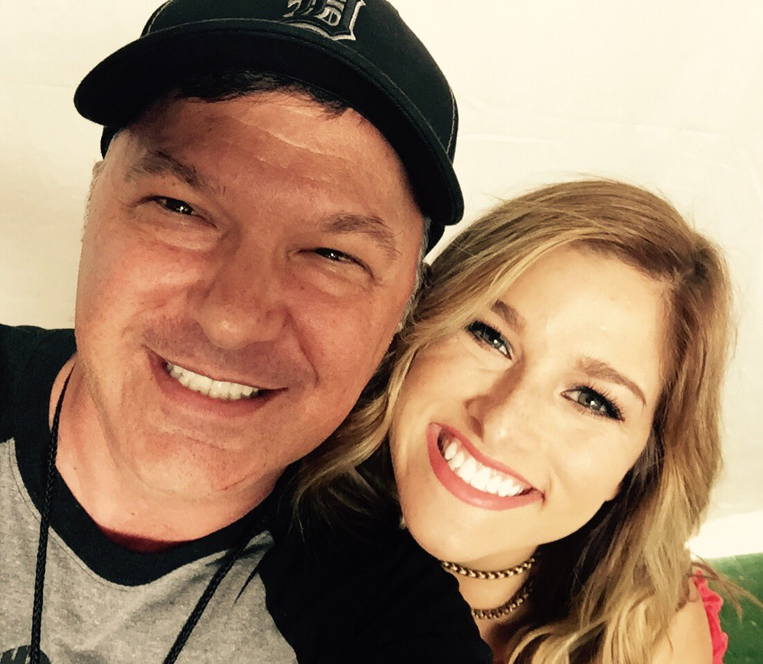 Love me some @CassadeePope @Countrystampede https://t.co/bWsuliyIaH