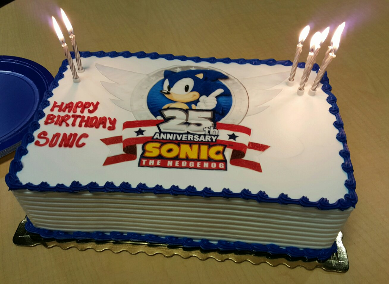 Sonic The Hedgehog On Twitter Celebrating Sonic S 25th Anniversary With Chili Dogs And Cake Thanks For All The Birthday Wishes
