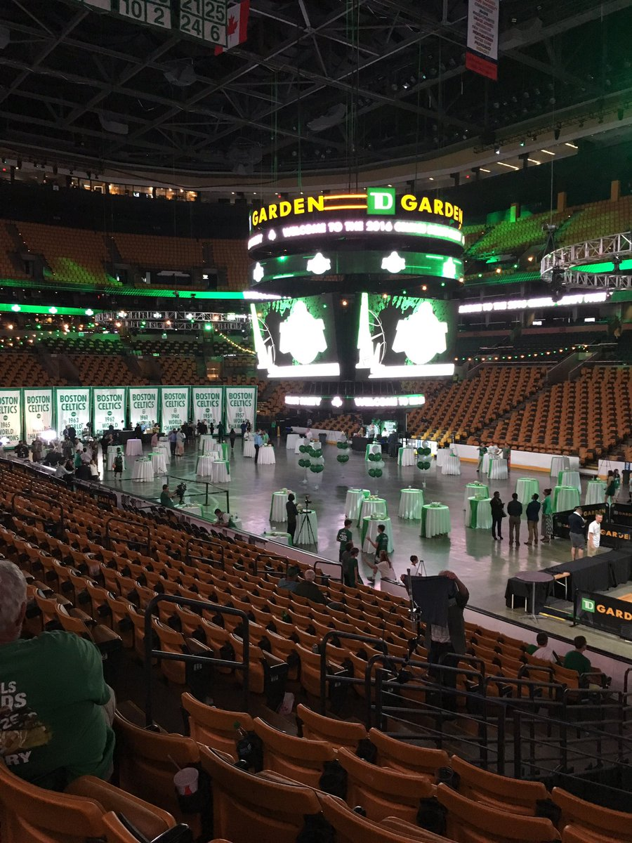 Hey guys, you do know that there is a 2nd round. Can't leave @adamjones985 & @Keefe21 all by themselves @tdgarden https://t.co/q5xgXJhajk