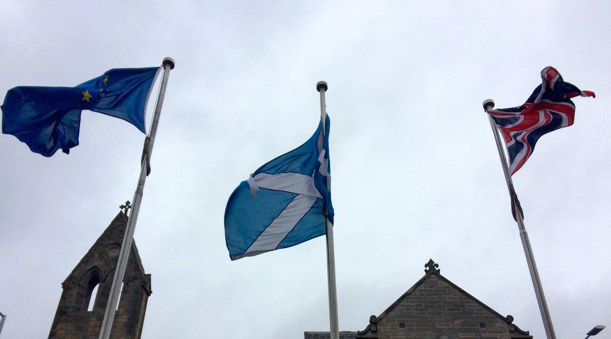 「スコットランドの人びとは(英国民投票で)EUの一部であり続ける意思を明確に示した」。スコットランドの行政府首相は残留に向け英国からの独立を求める意向を示唆しました。(写真=AP) https://t.co/r1EtxhlMTQ