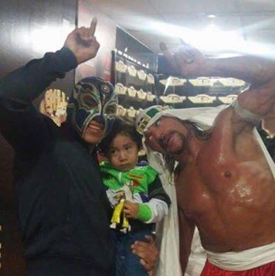 Titan & his son meet his hero Sabu!!! Great! https://t.co/ZB8junE8HL