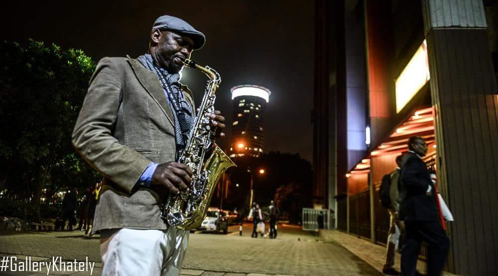 This street saxophonist plays along Aga Khan Walk between 6-9pm. Maybe @SafaricomLtd can have him at #SafaricomJazz