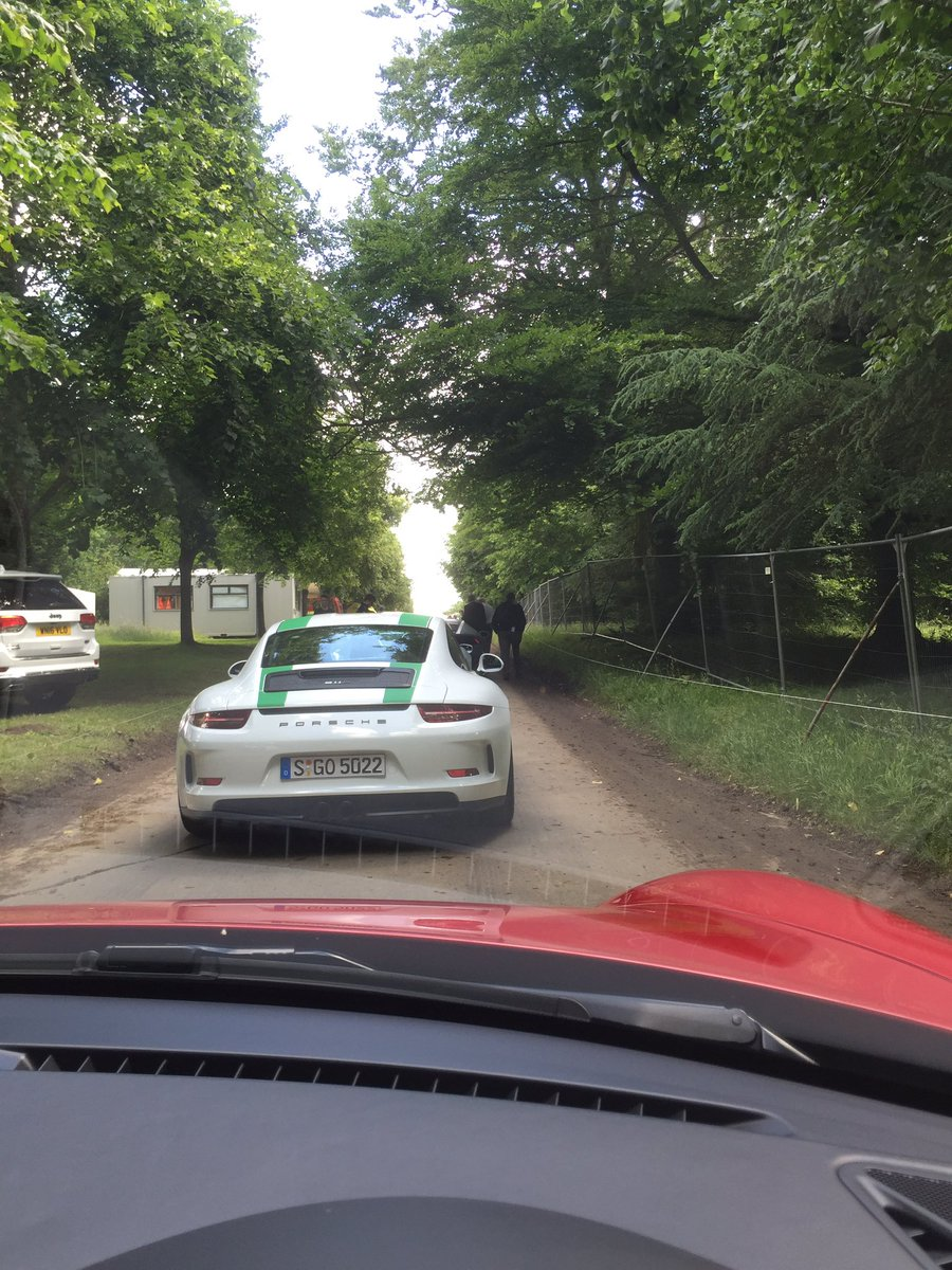Queue for @fosgoodwood hill climb with @PorscheGB #Speed #Porsche https://t.co/U7JhLhcVxS