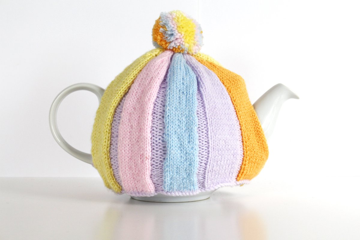 This colourful #BigBrewUp tea cosy by @LaceyTurner will raise money for our #ArmedForces https://t.co/zAK8rhJZM2 https://t.co/X2UEHcChnm