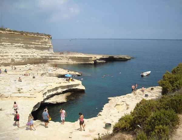 Turista italiano ferito gravemente cadendo da scogliera a Malta