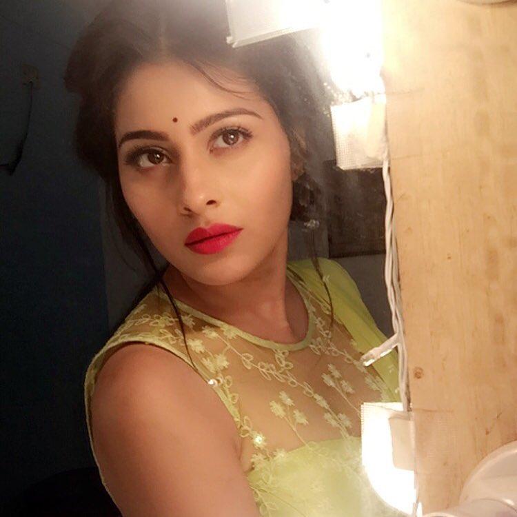 Ravi,Devika,Aparna Dixit,Kalash Ek Vishwas,Kalash,Life OK,pictures,images,photos,pics,latest,Krrip Suri,actress,actor,ambika,off screen