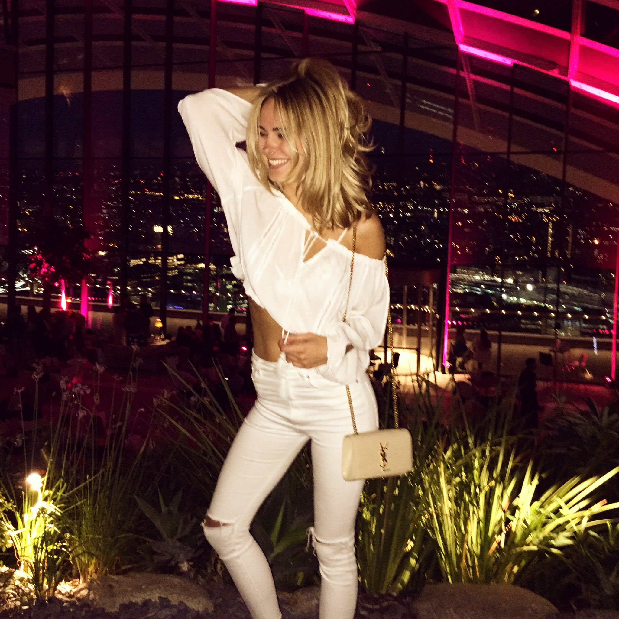 All white ✨ didn't have any plans so we went on a london drive and found @sg_skygarden https://t.co/HqOjgkvQTE