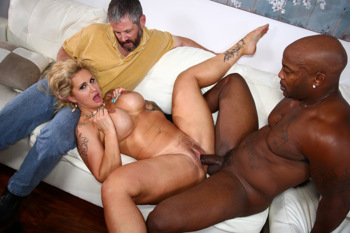 Leya falcon and a huge nigger cock in her mouth and her wet pussy