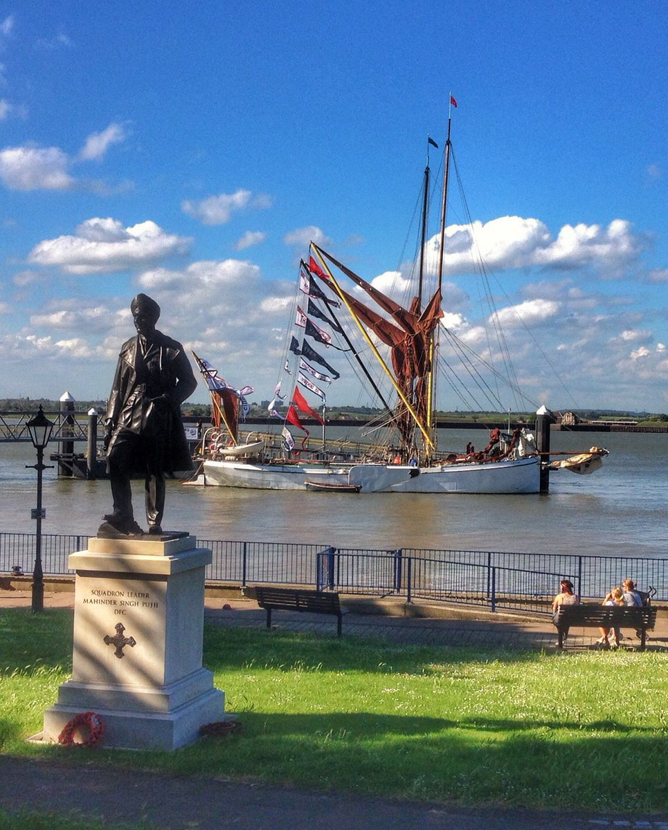 The riverside at Gravesend tonight ahead of #Thames #BargeRace tomorrow @GravesendRNLI https://t.co/Ola6bcMA50