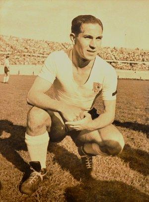 """Colo-Colo (Desde 🏡) on Twitter: """"REPORTAJE Jorge Robledo o el hombre que revolucionó el fútbol. Entra aquí: https://t.co/fXbYnpJOx9… """""""