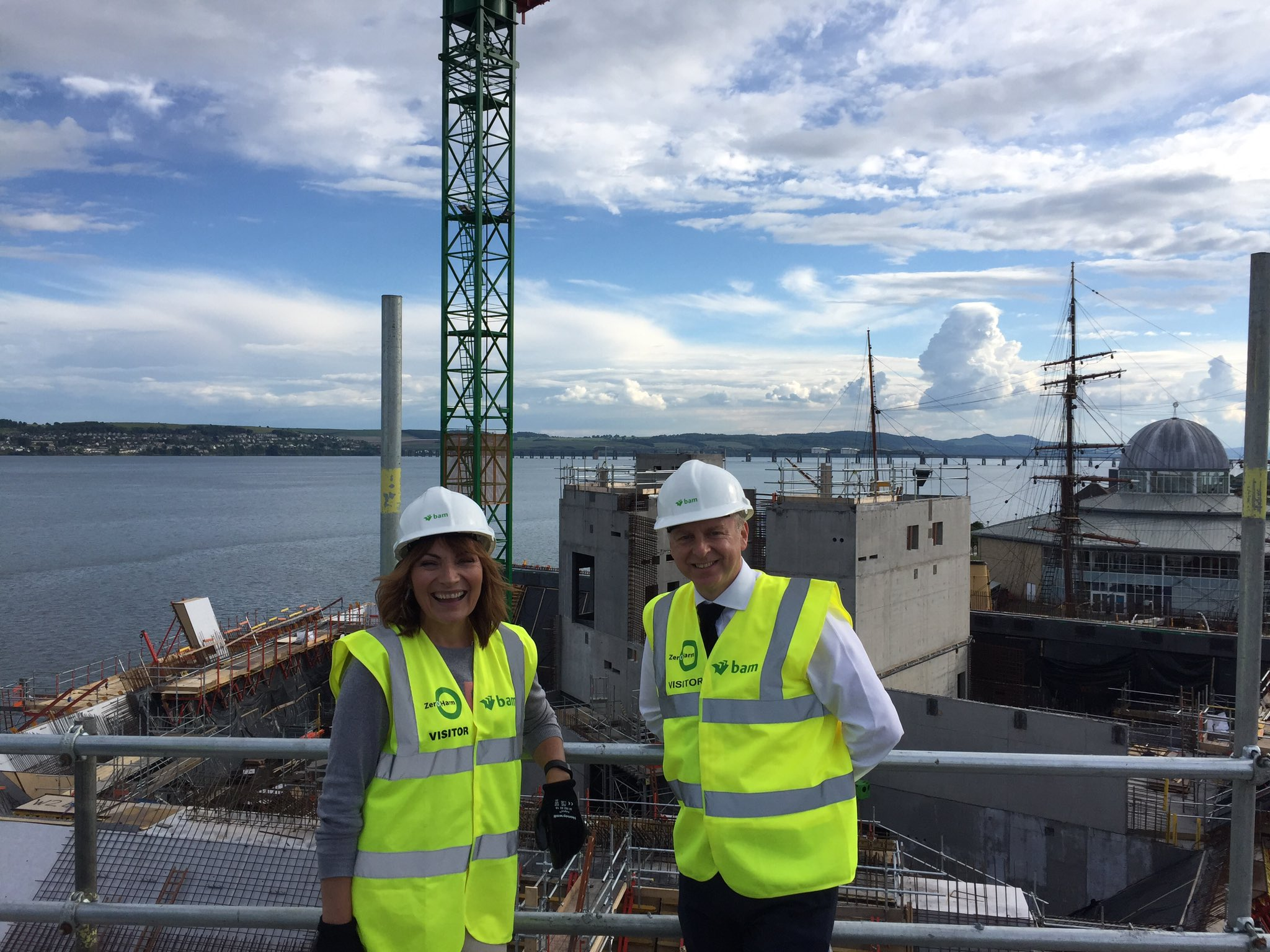 RT @VADundee: Today @reallorraine joined us for a special #fridaysitepic and to see how V&A Dundee is coming on at pace! https://t.co/wFuQ8…