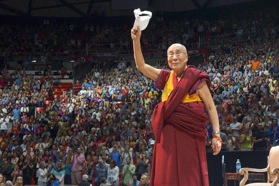 达赖喇嘛:希望有一天流亡藏人可以在西藏与同胞团聚 https://t.co/xWwqwQJLEY https://t.co/KFsQRCLA7w