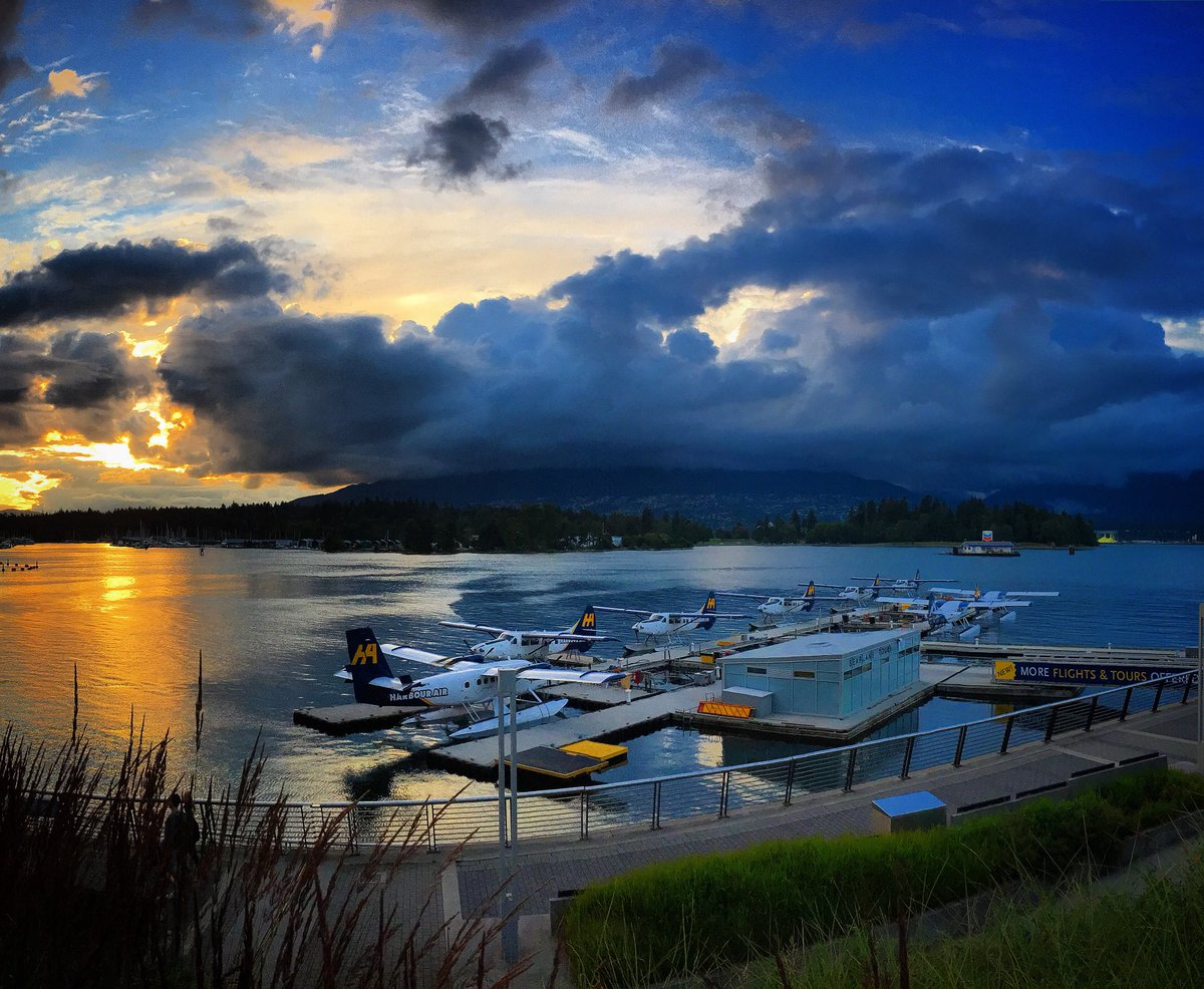 Last night: Spectacular sunset in Vancouver w/Harbour Air seaplanes tucked in for the night https://t.co/XrI6hsmpVj