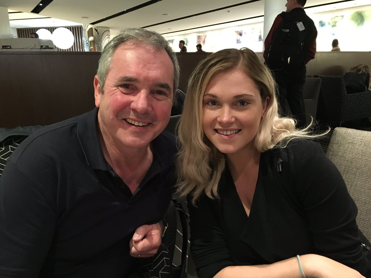 Wonderful to bump into @MisElizaJane at Melbourne airport. Daughter very jealous. We are devoted fans of #The100 https://t.co/aQIg1UfyFL