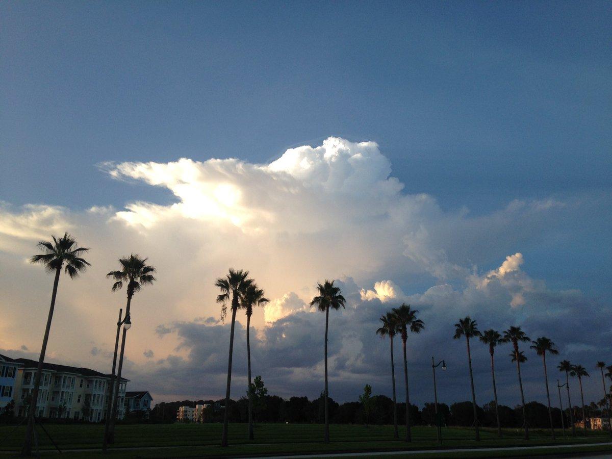 @stormhour tonight's storm near Orlando, Florida https://t.co/wCda4NzU4I