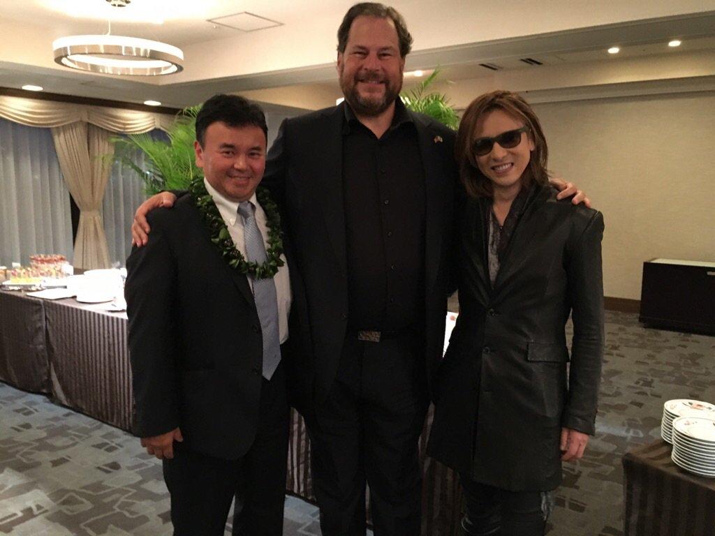 さすがYoshikiと一緒の写真を投稿したらリツイートやLikeの嵐。それなら写真第2弾YoshikiとMarcが仲良しなのは、2人とも天才だから。マークは17年間で時価総額6兆円のIT企業を作り、子供病院に2億ドルも個人で寄付。 https://t.co/L9GYO8vP73