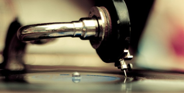 The early history of the turntable! Check this dope read on @DJTechTools : https://t.co/0t5z7vVbP6 https://t.co/jj98Hn2OHr