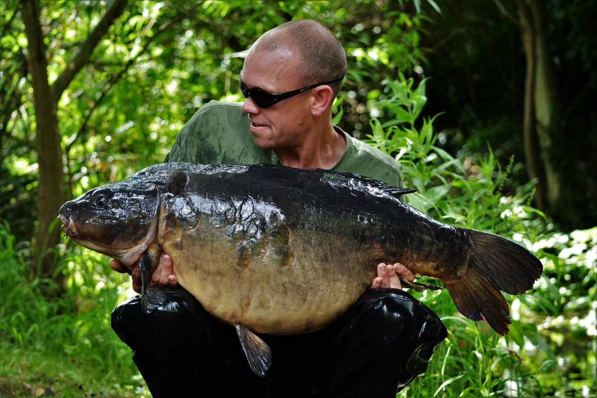 Black ticket holder Rob McGloin and a Kingsmead 1 Sutton at 41lbs exactly. #RKLeisure https://t.co/AyKa0hcgR1