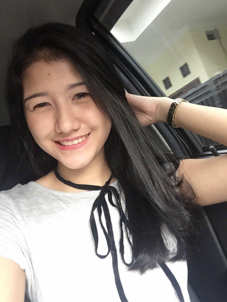 Image Result For Maria Vania Selfie Seksi Salah Fokus