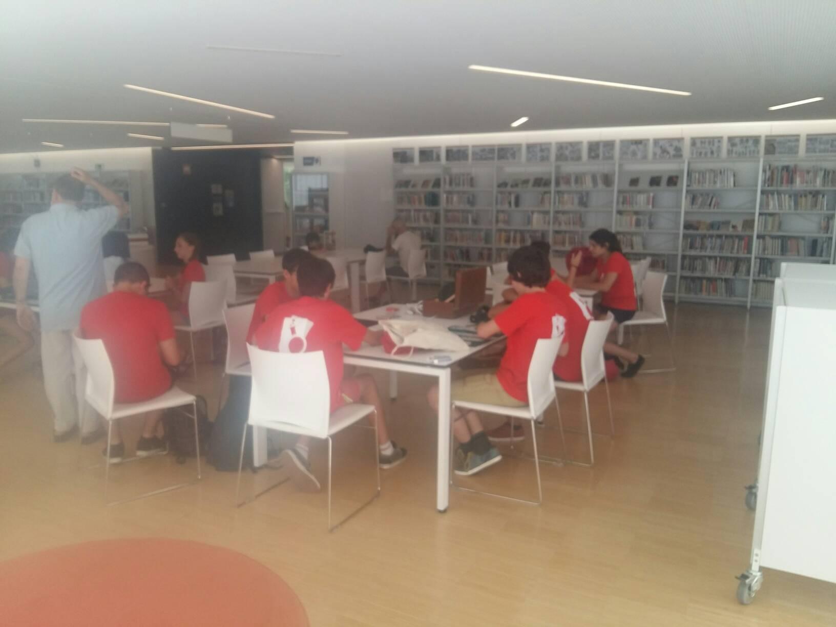 A la Biblioteca Carles Rahola. 4rt dia Setmana de les Sorpreses #cemc16 https://t.co/tdN5Q5EvV6