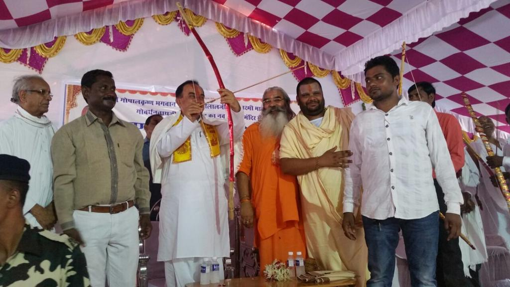 Dr Subramanian Swamy visits Shamlaji in Gujarat