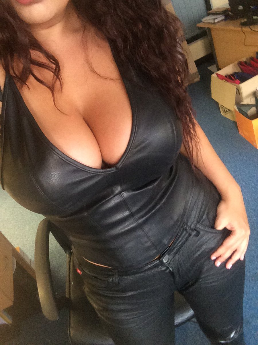 Boobs leather Leather: 229