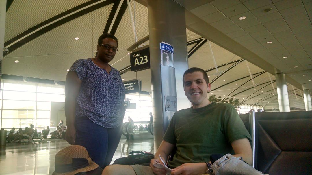 Flight delay turned into mentoring moment on our way to #plantbio16 @ASPB @BerondaM @ThePubClub https://t.co/9EckGah8CU
